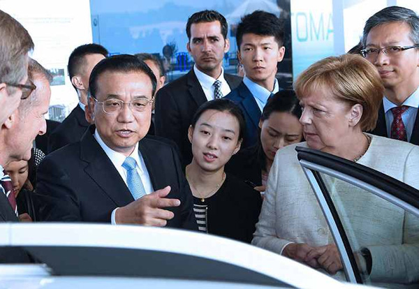 Premier Li and Merkel ride in self-driving vehicle at cooperation exhibition:null