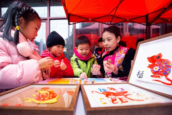 Folklore performances presented across China ahead of Lunar New Year:null