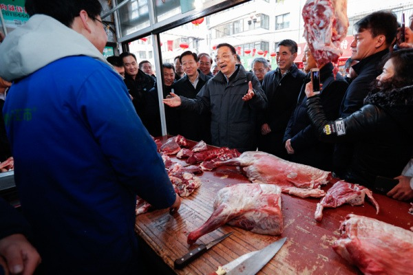 Premier Li presses for stable, affordable meat supplies:null