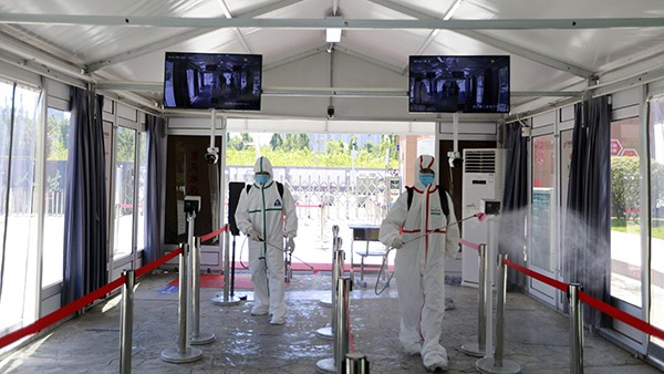 Disinfection work carried out at school to prepare for resumption of classes in Wuhan:0